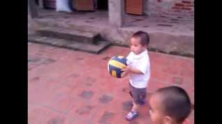 [Fun] Bé tập đá bóng _ Learn how to play Football