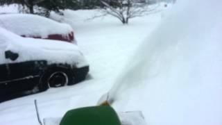 preview picture of video 'John Deere 112 in the snow'