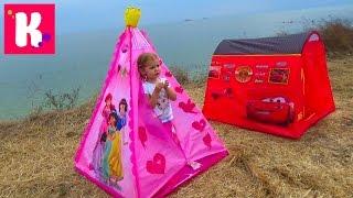 Пикник с палаткой Дисней Принцессы и костром на берегу моря