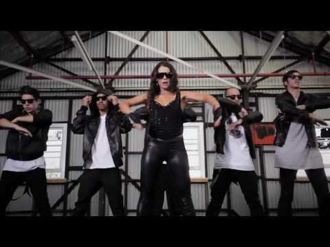 Manuela Oliveira OFFICIAL MUSIC VIDEO '4 ON THE FLOOR' !!