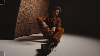 Musik-Video-Miniaturansicht zu Blame it on the Lights Songtext von Tim Kamrad
