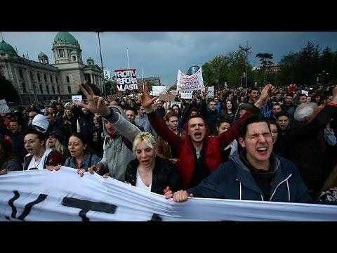 Βελιγράδι: «Όχι στη δικτατορία» φωνάζουν οι διαδηλωτές