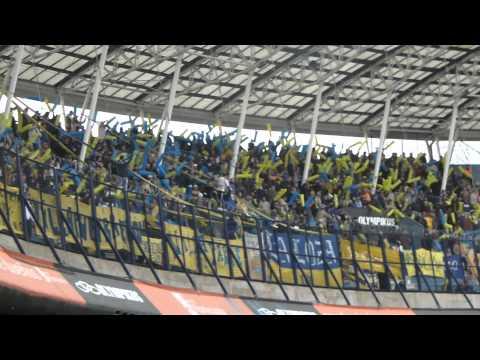 """""""Hinchada Atlanta en Racing"""" Barra: La Banda de Villa Crespo • Club: Atlanta"""