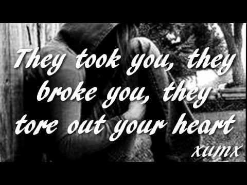 Haunted - Kelly Clarkson Lyrics [HD]