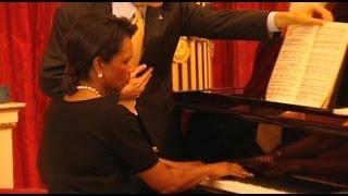 Condoleezza Rice playing the piano for Queen Elizabeth II