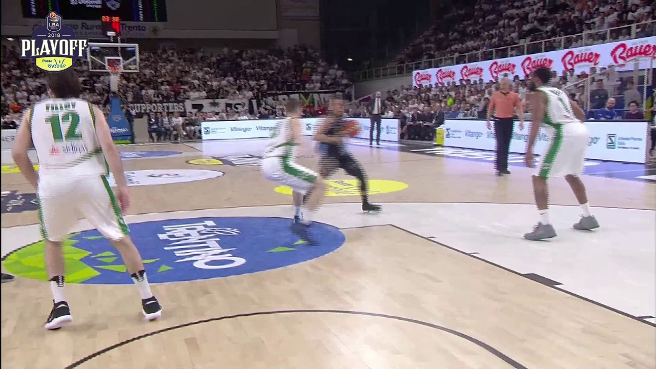 Dustin Hogue MVP Gara4 LBA Playoff PosteMobile