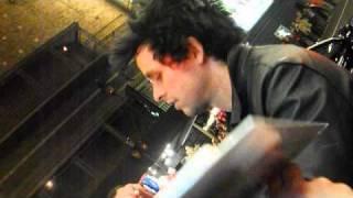 BILLIE JOE ARMSTRONG: SHARPIE STEALER AND FLUFFY HAIR EXTRAORDINAIRE