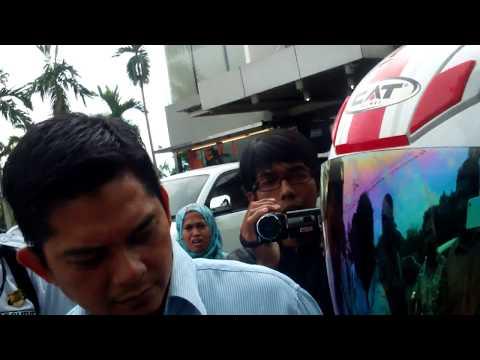 Mantan Dirum PDAM Padang, Andi Taswin Ditarik Paksa Sejumlah Oknum Berpakaian Preman Ketika Mau Klarifikasi ke Walikota Padang Mahyeldi Soal Putusan PTUN