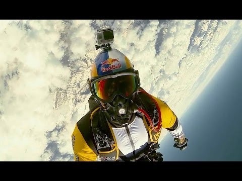 Beautiful High Altitude Acrobatic Skydiving