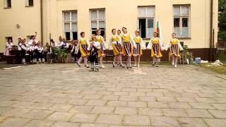 folklorní soubor z bulharska se předvedl, v hluku při akci zvané den hudby