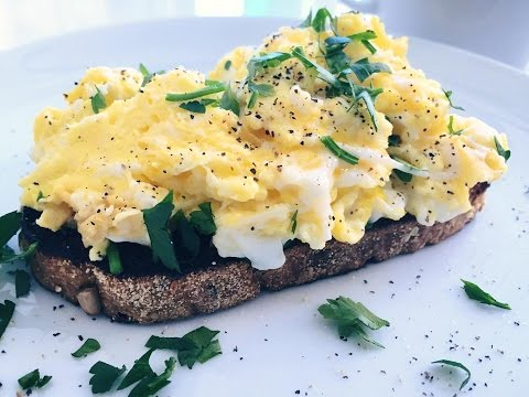 Video Easy and Healthy Scrambled Eggs Recipe - Indulgent Fuel
