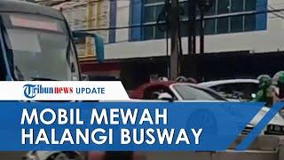 Beredar Video Mobil Mewah Halangi Laju Busway, Tak Ngalah Malah Lambaikan Tangan Minta Sopir Mundur