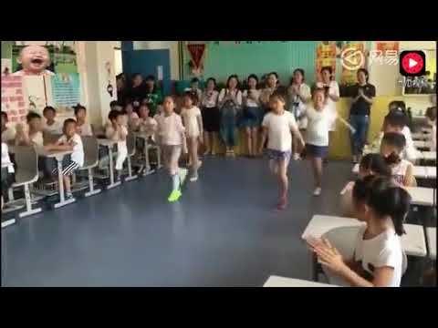 小学生跳鬼步舞,老师们看呆了