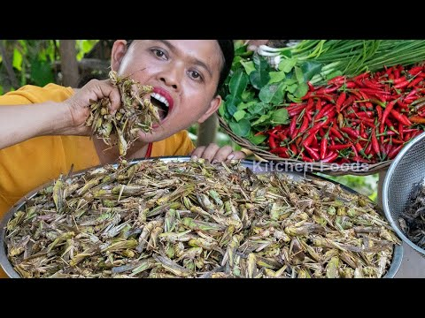 Delicious Cooking Locust Recipe – Deep Fried Crispy Grasshopper with Spicy Chilli in Village