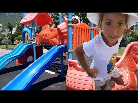 Elif ve babasının park keyfi.parkta gezdik kaydıraktan kaydık.oynadık ::
