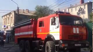 В центре Астрахани горит административное здание