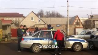 Липчанка кидается драться с полицейскими