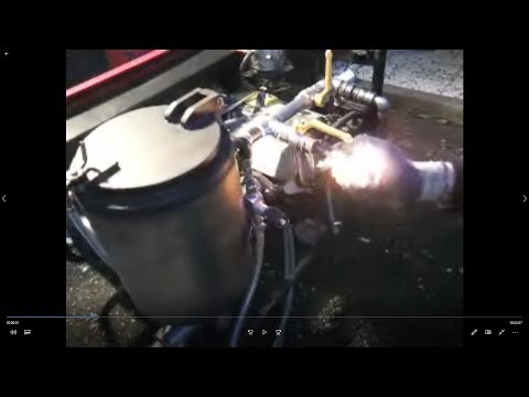 Im Motorroller ist das Benzin aus dem Vergaser geflossen