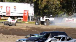 preview picture of video 'Vermonster 4x4 - [Toughtruck] White Jeep (Engine smoking)'
