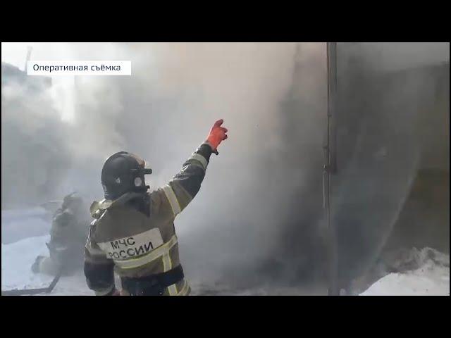 В Ангарске сгорели три гаражных бокса