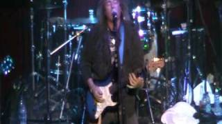 "Y&T's ""Shine On"" at Melodic Rock Fest 2 at the Roadhouse in Elgin, IL"