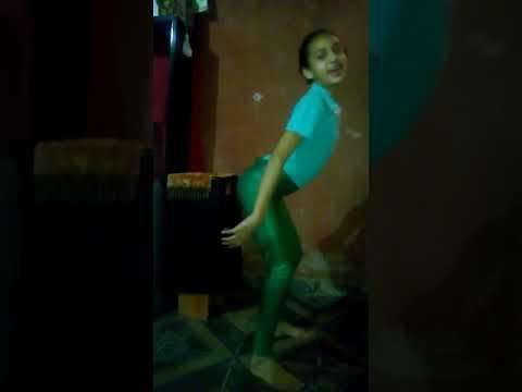 Menina dançando ame to