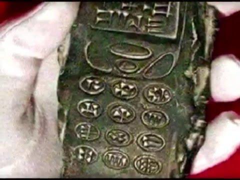 Video Arkeolog Temukan Ponsel Berusia 800 Tahun Yang Diduga Milik Alien