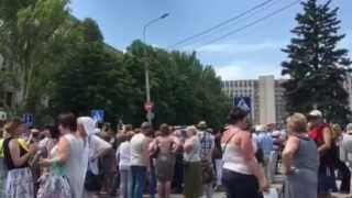 Первый стихийный сход против войны, Донецк. Около 500 человек. Видео Павла Каныгина