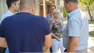 В центре Николаева возник конфликт из-за сноса торгового павильона на остановке. Видео