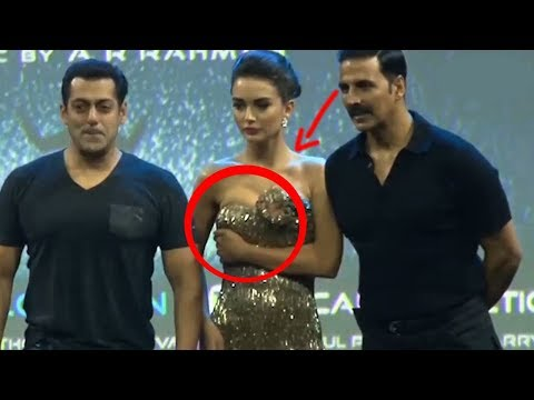 Amy Jackson  Dress Slipped In front of Slman khan