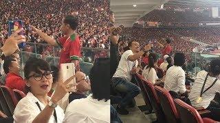 Lihat Jokowi Sedang Live Streaming, Wanita Cantik Berkacamata Ikutan Selfie Sambil Senyum-senyum