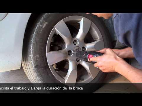 estracción de  tornillos antirrobo de rueda