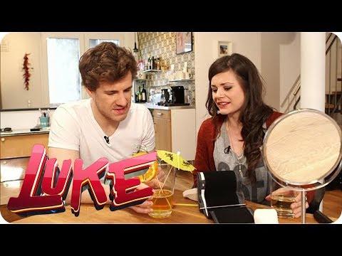 Der Mann trinkt das Sperma aus der Frau Videos