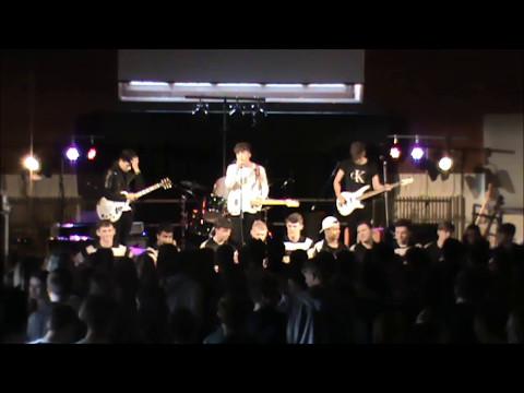 Parallel Oreos perform Valerie