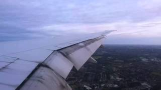 preview picture of video 'Emirates flight landing at LHR with view of London city centre'