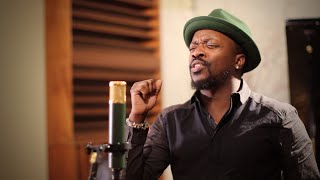 "Anthony Hamilton Performs ""Tis The Season"" Acoustic"