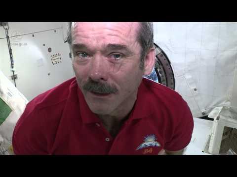 Chuyện gì sẽ xảy ra khi ta khóc trong không gian?
