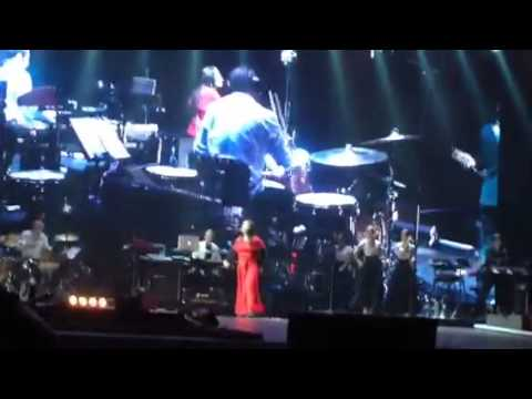 , title : 'Elisa - E scopro cos'è la felicità live -  ft Tiziano Ferro on screen -  Milano 2014'