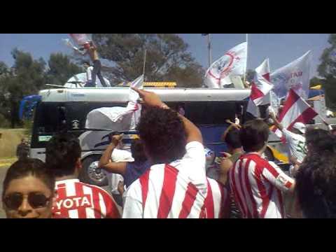 """""""LA LLEGADA DE LA BANDA DE CHIVAS A puebla....."""" Barra: Barra Insurgencia • Club: Chivas Guadalajara"""