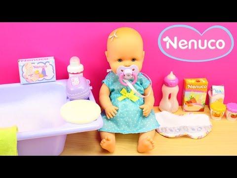 Baúl de la Bebé NENUCO con accesorios | La bebé Nenuco come papilla y se da un baño de burbujas