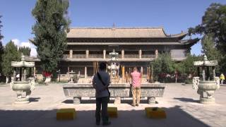 preview picture of video 'The Zhangye giant buddha temple/ Le temple du bouddha couché de Zhangye (Gansu - China)'