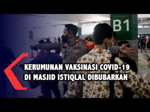 Polisi Bubarkan Kerumunan Vaksinasi Covid-19 di Masjid Istiqlal