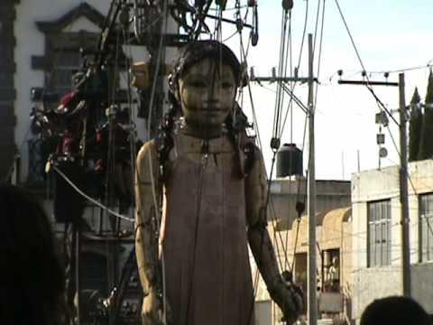 Marionetas gigantes  guadalajara niña bañandose