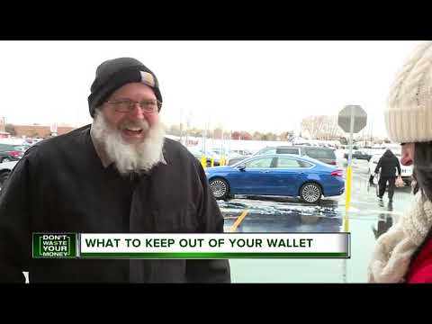 7 things you should never carry in your wallet