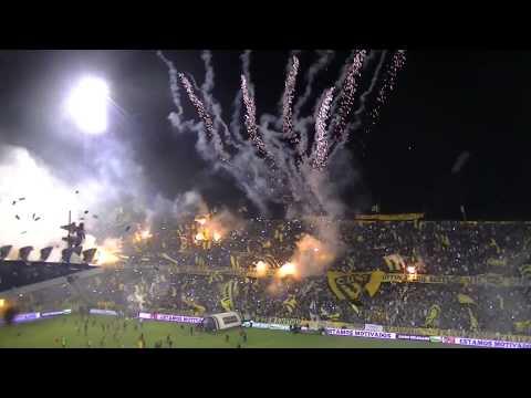"""""""Salida Rosario Central vs Sarmiento de Junin vista de un edificio"""" Barra: Los Guerreros • Club: Rosario Central"""