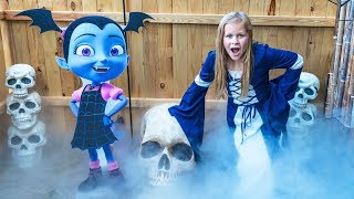 Assistant Spooky Halloween Spooktactular with Muppets Baby and Vampirina