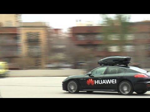 Huawei presenta teléfono inteligente que conduce vehículo