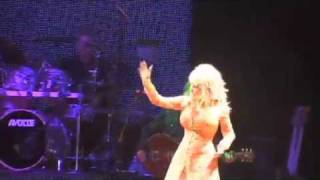 """Dolly Parton performs """"Better Get to Livin' """""""