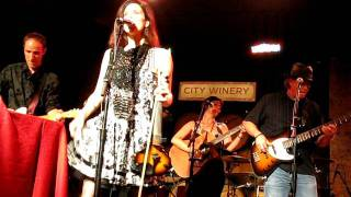 "10,000 MANIACS -- ""CAN'T IGNORE THE TRAIN"""