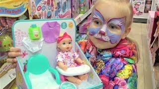 Алиса выбирает НОВЫЕ ИГРУШКИ для детей в детском магазине !
